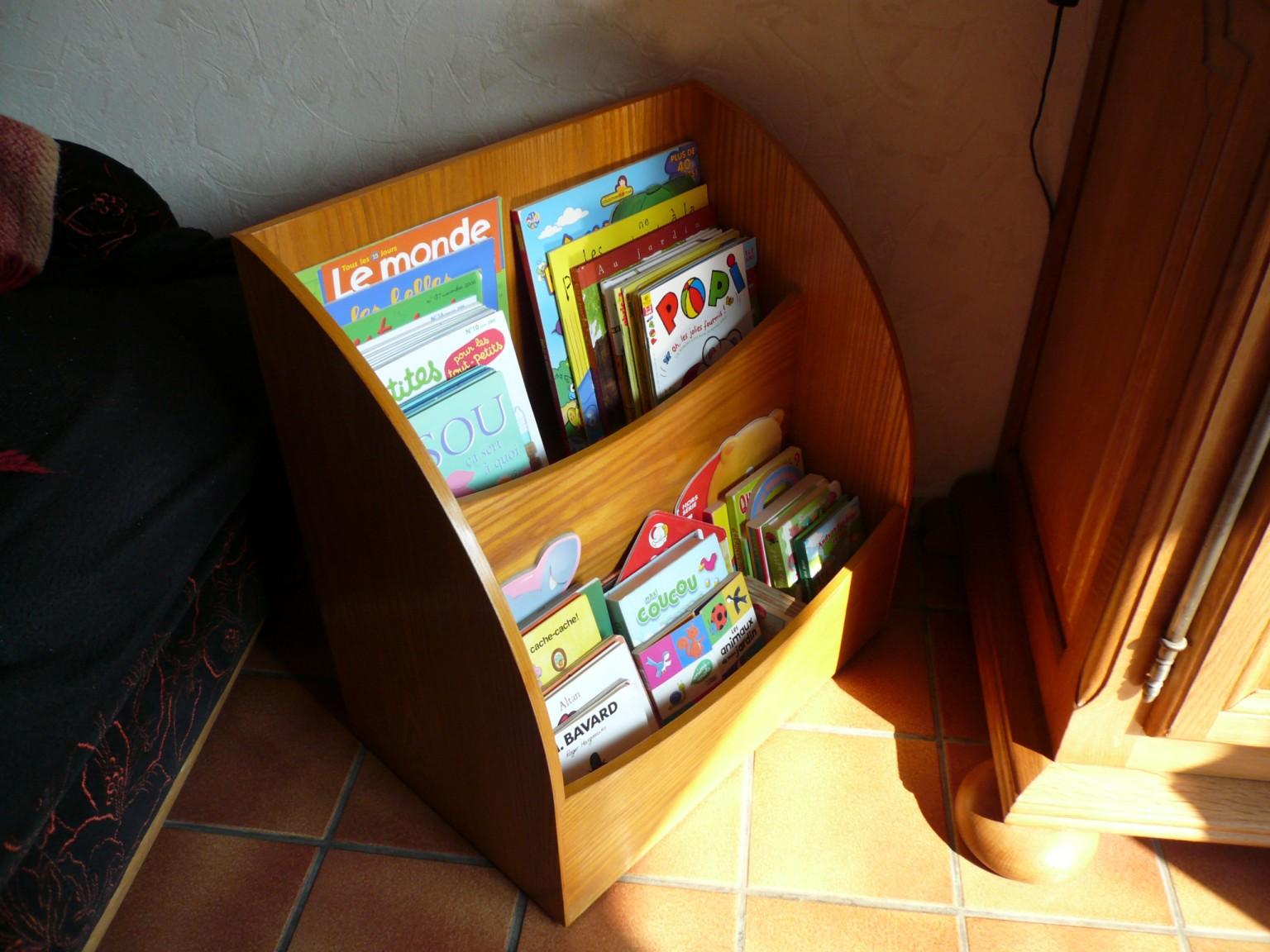 Petite bibliothèque à roulettes