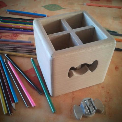 Pot à crayons intégrant le taille-crayon